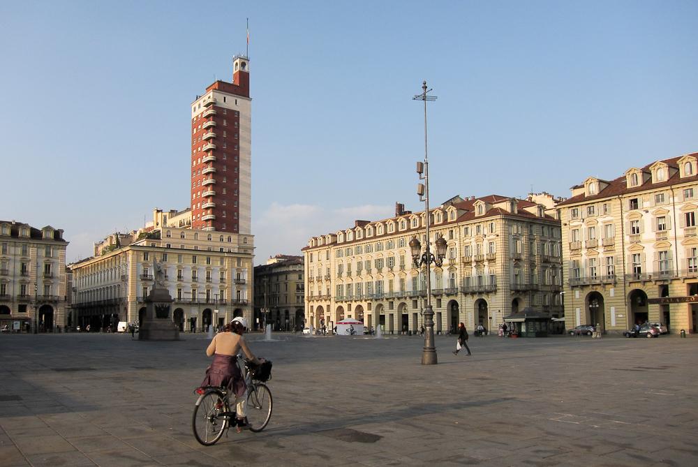 Bicicletas na praça Castello em Turim